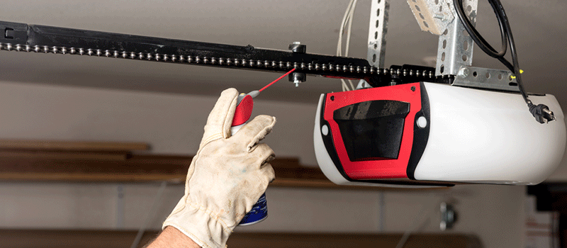 Oiling a garage door chain